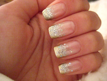 Golden nails - Oviya.com - Share Things You Love with Oviya