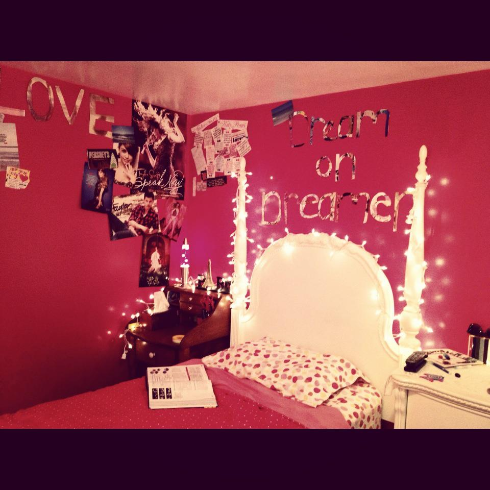 bedroom, lights, christmas lights, pink, tumblr