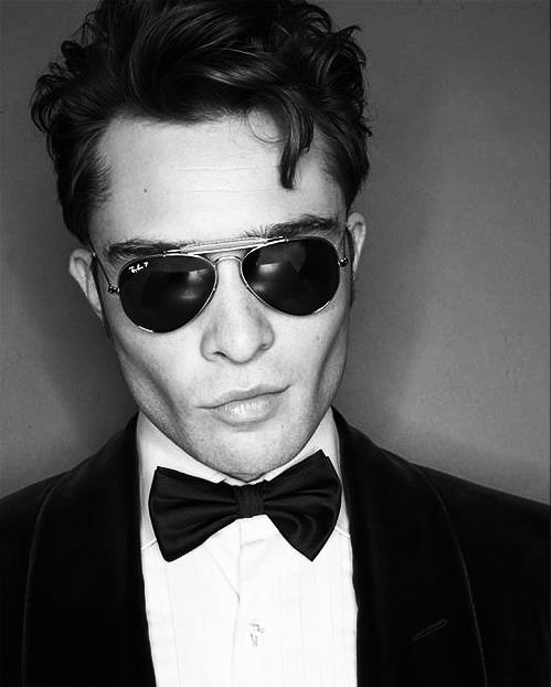 actor, atracctive, attractive, beautiful, bow, cheek, chuck bass, curls, ed westwick, hot, lips, ray ban, sexy