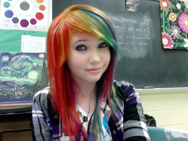 girl-pretty-hair-rainbow-blue-green-red-yellow-colorful-cute-scene-Favim.com-445185.jpg (620×465)