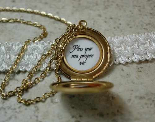 renesmee cullen, renesmee locket, renesmee locket necklace, brass locket, brass locket necklace