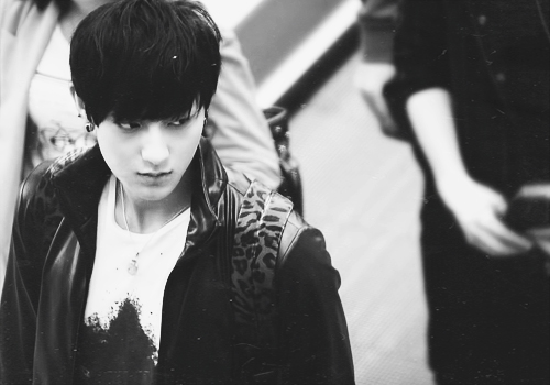 tao, exo, exo m, black and white