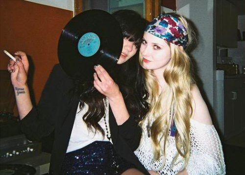 alternative, blonde, brunette, cute, girl, hair, indie, vintage, vinyl