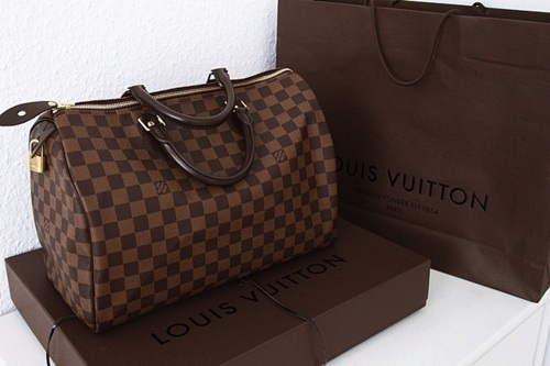 cf735b0d2443 Fifthand Why We Purchase The Louis Vuitton Purse