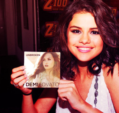beautful, friends, hair, lovatics, selena gomez, smile, unbroken