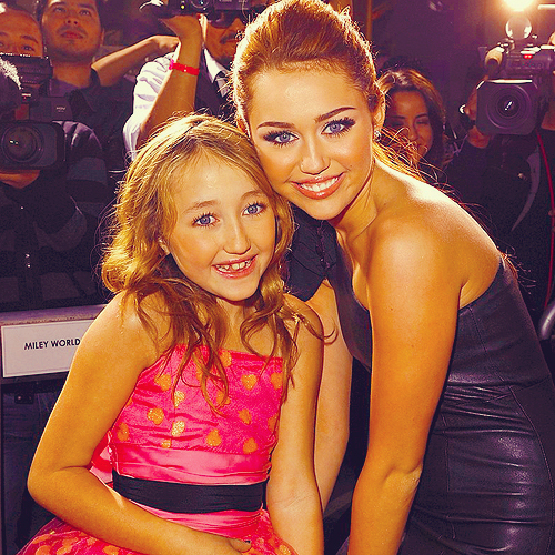beautiful, cute, fashion, girl, hair, miley, miley cyrus, noah, noah cyrus, perfect, pretty, sisters, smile, woman