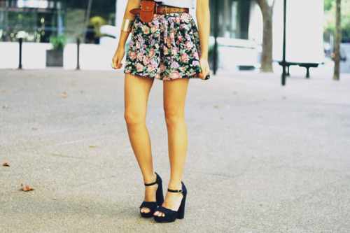 belt, blue, bracelet, brown, bue, clothes, cute, dress, fashion, floral, girl, green, heels, hot, legs, orange, photography, pink, pretty, shirt, shoes, short, skinny, skirt, thin, vintage, whit, woman