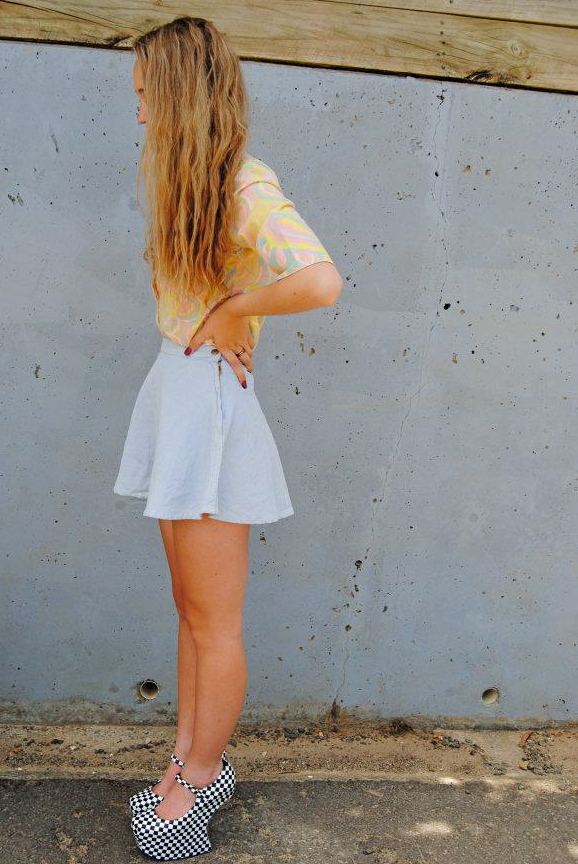 accesories, blonde, blue, cute, fashion, girl, high heels, long hair, mode, model, nail polish, pretty, sexy, shoes, skinny, skirt, stunning, vintage, wavy hair