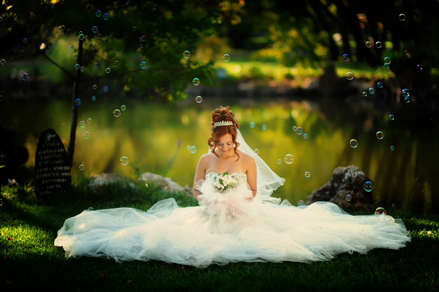 ball gown, beautiful, bouquet, bubbles, bulles, dress, fashion, flowers, mariee, photography, redhead, tiara, tulle, wedding dress
