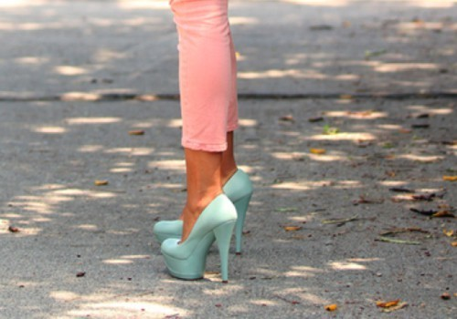 beautiful, beauty, boy, cool, cute, fashion, floor, girl, hair, hells, high hells, jean, louboutin, love, nice, omg, perfect, photography, pink jeans, pretty, sexy, shoes, skinny, street style, style, sweet, turquoise, turquoise shoes, walk, want this