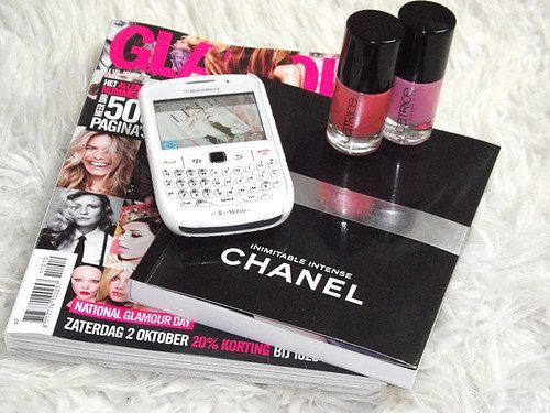 blackberry, cell, chanel, channel, girls stuff, glamour, magazine, nail polish, photographie, pink