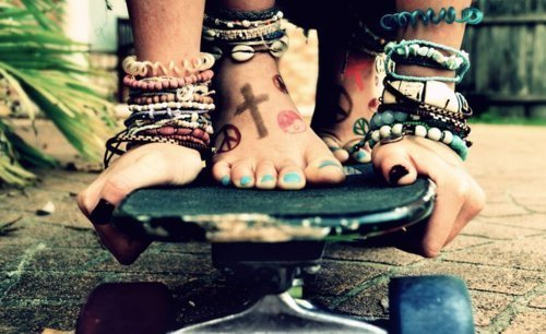 blog, bloger, blogg, blogger, bracelet, color, cool, emo, feet, free, grunge, hands, hippie, kiss, kors, nailpolich, peace, pop, punk, scene, sk8, skater, war, wild