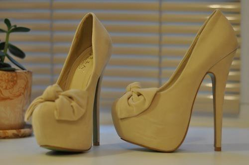 bow cute heels lemon yellow - image 452035 on Favim.com