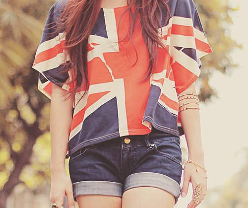 bracelets, england, fashion, girl, hair, jeans, outfit, ring, rings, shirt, shorts, style, uk flag, united kingdom