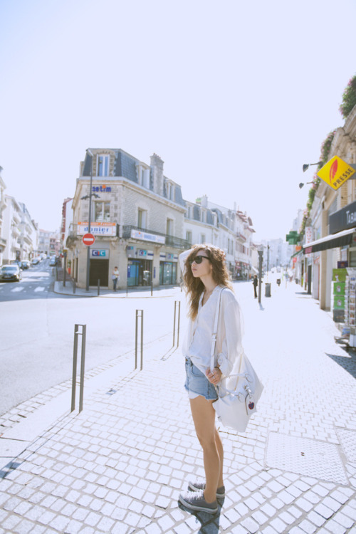 city, converse, fashion, fashion toast, fashiontoast, girl, hair, holiays, holidays, pretty, rumi neely, street, street style, style, summer, summer holidays, sunglasses, trainers, white shirt, woman