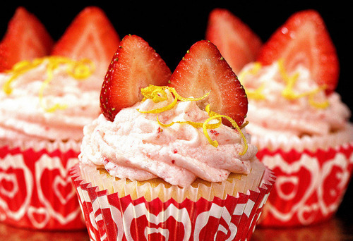 cupcake, cupcakes, cute, dessert, kawaii, strawberries, strawberry, sweet, yummy