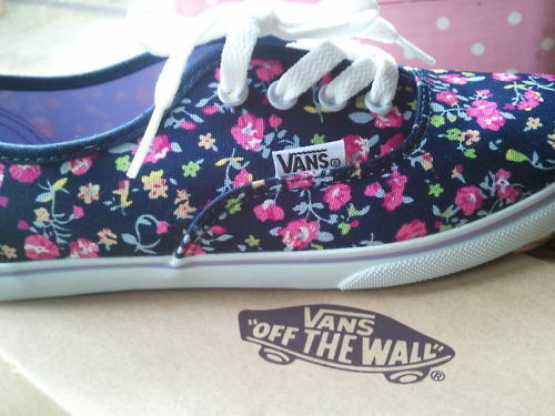 fashion, floral vans, girl, hot, laces, pretty, sexy, shoes, skater, vans, vans off the wall